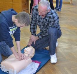 PREDAVANJA HITNE POMOĆI Učenici višnjičke i kameničke škole učili pružati prvu pomoć