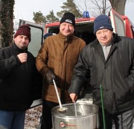 Kuhano vino i čaj za hodočasnike, planinare i izletnike na Ravnoj gori