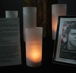 """MEMORIJALNI RECITAL VINKO ANDRIJANIĆ Učenici OŠ """"Ante Starčević"""" Lepoglava odali počast Vukovaru i njegovim herojima"""
