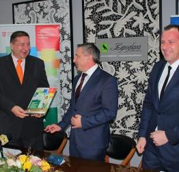 Potpredsjednik Vlade Predrag Štromar gradonačelniku Marijanu Škvariću u Lepoglavi uručio Odluku o dodjeli bespovratnih sredstava za energetsku obnovu zgrade gradske uprave