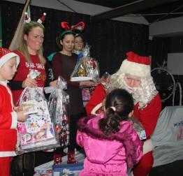 Djed Mraz podijelio gradske darove potrebitoj djeci